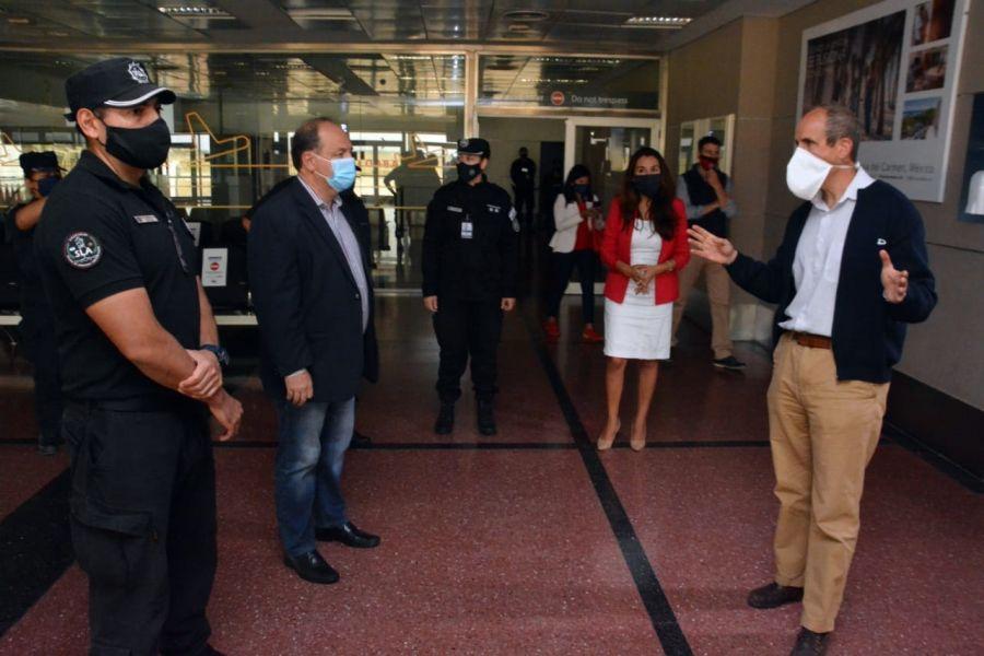 Ante la posible reactivación de algunos vuelos de cabotaje, el aeropuerto Martín Miguel de Güemes ya cuenta con los protocolos de seguridad sanitaria, como check-in online y el ingreso solo de personas que viajan.