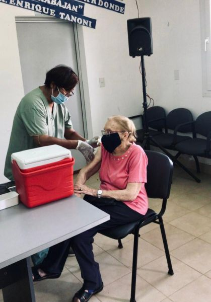 De 62.800 dosis provistas por el Estado nacional, el Ministerio de Salud Pública aplicó, hasta el mediodía, 36.933 vacunas del primer componente y 9.244 del segundo.