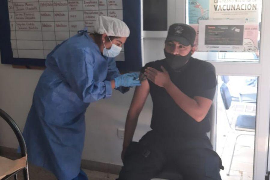 En el marco del Plan de Vacunación contra el Covid-19, 3.457 efectivos de diferentes localidades recibieron  la primera dosis de la vacuna Sinopharm. Se continúa con el cronograma de vacunación destinada a personal de seguridad.