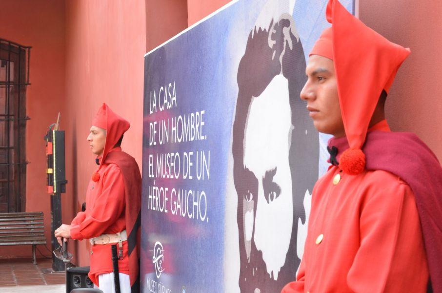Desde mañana lunes acompañarán a Granaderos en la Guardia de Casa Rosada, como parte del homenaje a Güemes que se desarrollarán por el Bicentenario de su fallecimiento.