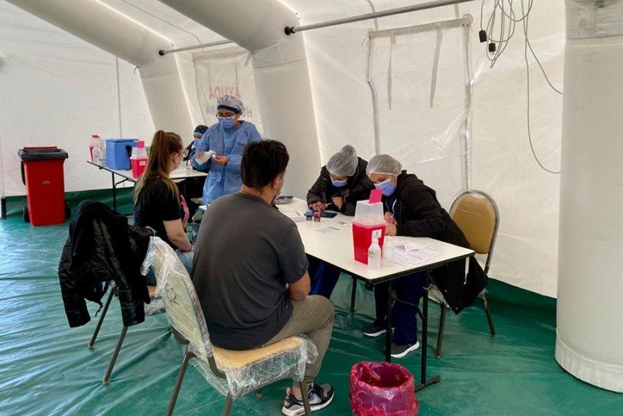 Del total de dosis provistas por el Estado nacional, el Ministerio de Salud Pública aplicó 401.618 vacunas del primer componente y 99.745 del segundo.