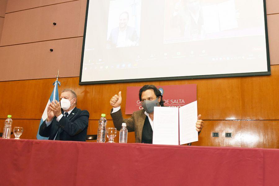 Como parte de las acciones conmemorativas del Bicentenario del paso a la inmortalidad de Güemes, el Gobernador y el Secretario de Obras Públicas de la Nación rubricaron los documentos para refuncionalizar ambos monumentos nacionales.