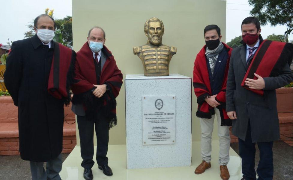 Así lo expresó el ministro Villada en la inauguración de un busto y en el descubrimiento de una placa por los 200 años del fallecimiento del héroe nacional en la localidad de General Güemes.