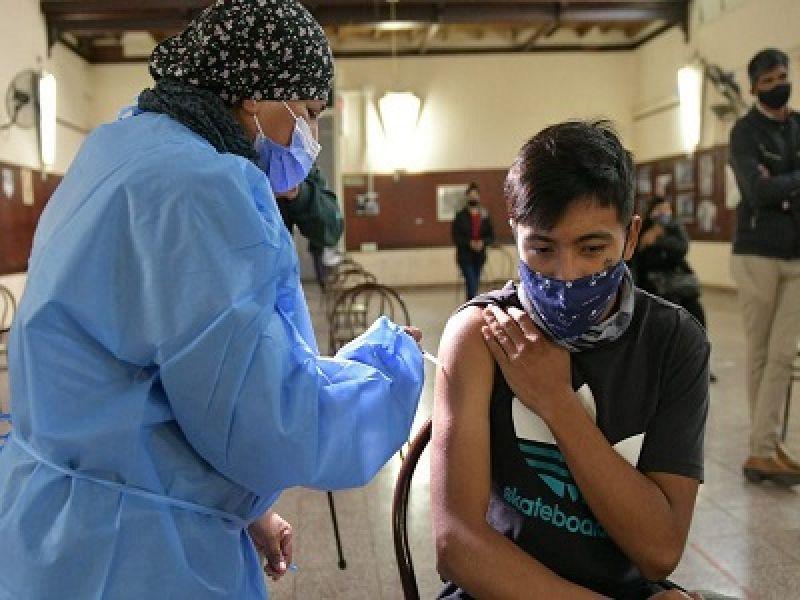 Durante la semana, las personas pueden concurrir a los 66 vacunatorios operativos en hospitales, centros de salud y otros establecimientos.