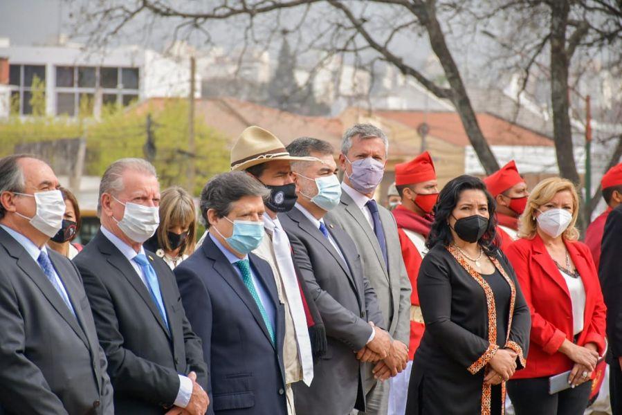 El vicegobernador Antonio Marocco y el ministro de Relaciones Exteriores de la República del Paraguay, Euclides Acevedo, encabezaron el acto en el marco del Bicentenario del Paso a la Inmortalidad del Héroe Gaucho.