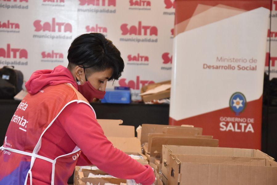 Continúa el operativo de entrega de Tarjeta Alimentar en la Capital y el interior