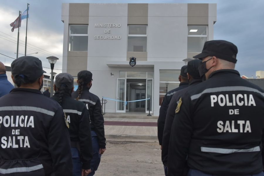 Sáenz inauguró una base operativa policial en El Huaico que beneficiará a más de 5 mil familias