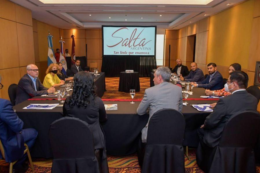 El Gobierno trabaja en reactivar la ruta aérea con Paraguay.