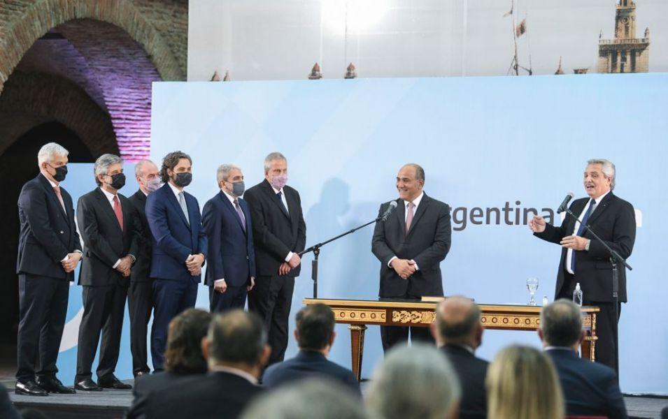 El gobernador Sáenz acompañó al Presidente en el acto de jura de los nuevos ministros