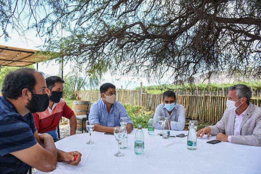 Reunión con el sector privado de turismo en Cafayate.