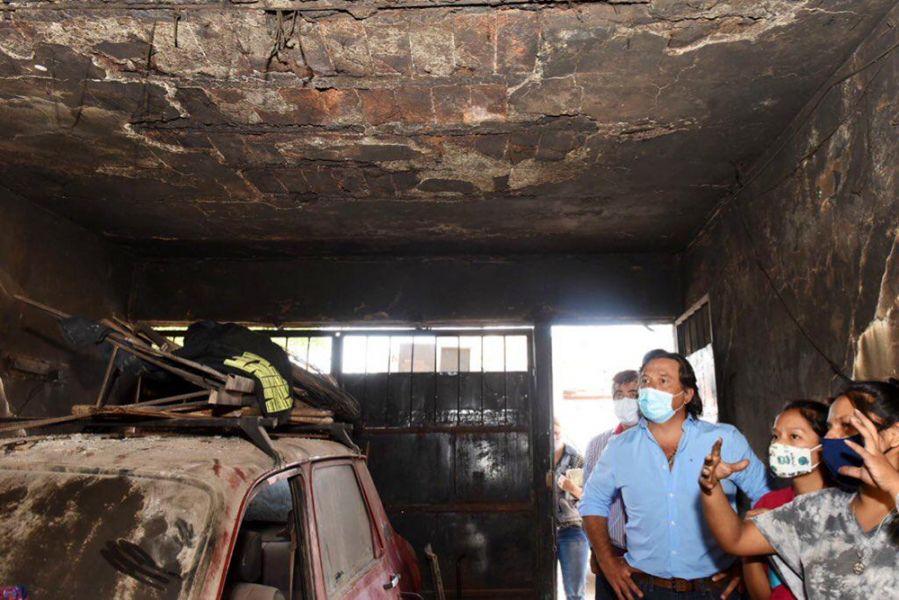 El Gobernador visitó a la familia que anoche sufrió un incendio y se comprometió a ayudarla