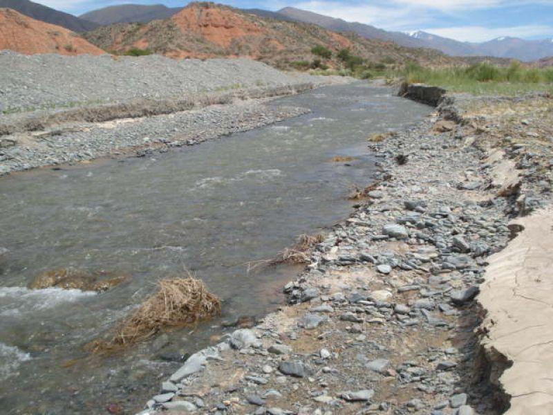 Encauzamiento del río Calchaquí en La Poma