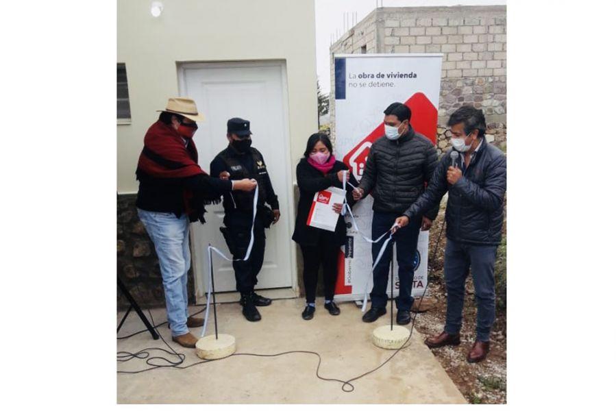 Carrizo rubricó un nuevo convenio con el jefe comunal José Yugra para la construcción de otras 10 viviendas que se destinarán a la población rural