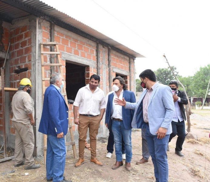 El Gobernador supervisó la construcción de 10 viviendas que actualmente ejecuta el Instituto Provincial de la Vivienda,
