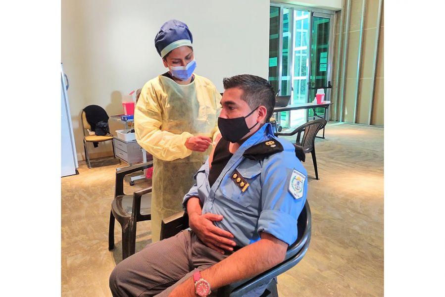Hasta la fecha el 50% de policías y más del 60 % de efectivos penitenciarios ya completaron el calendario de vacunación