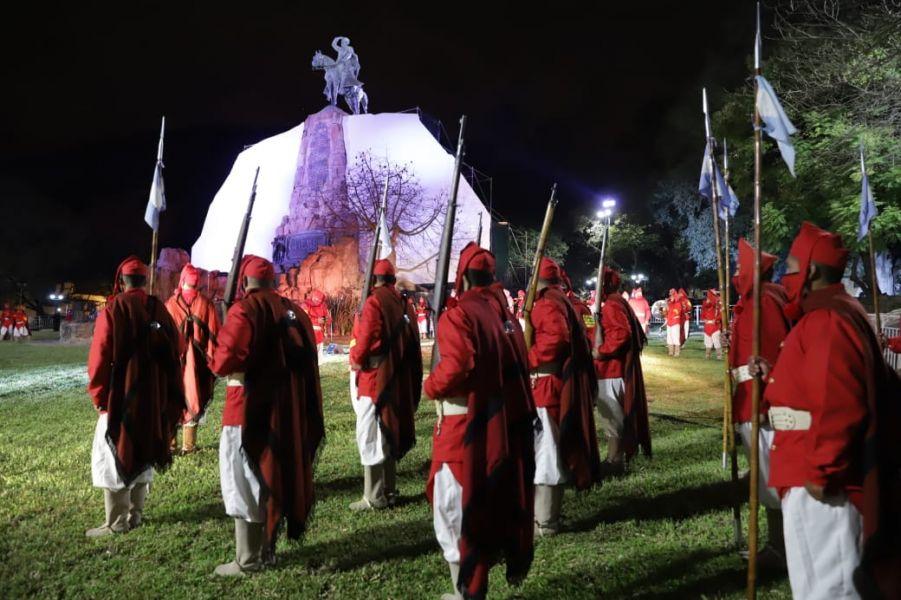Con la Guardia Bajo las Estrellas, el gobernador Sáenz y el presidente Fernández iniciaron los actos centrales a Güemes.