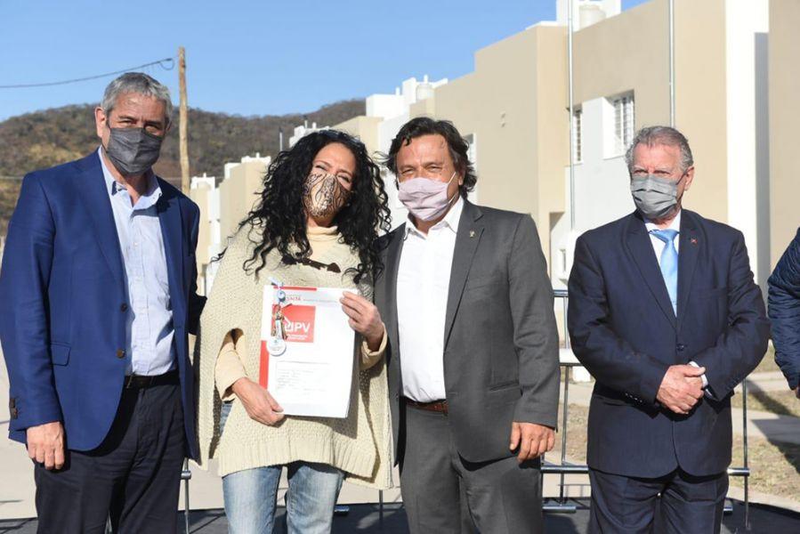 El gobernador Sáenz y el ministro Ferraresi entregaron 90 viviendas en barrio Pereyra Rozas