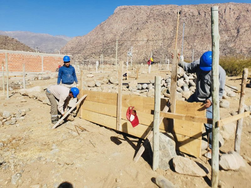 Obras de viviendas en Cafayate.