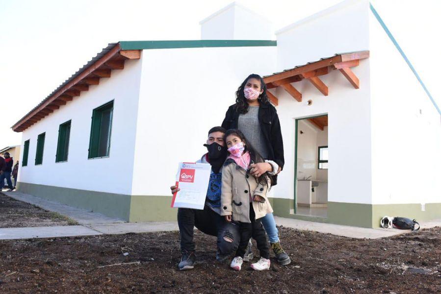 Entrega de viviendas en Campo Quijano