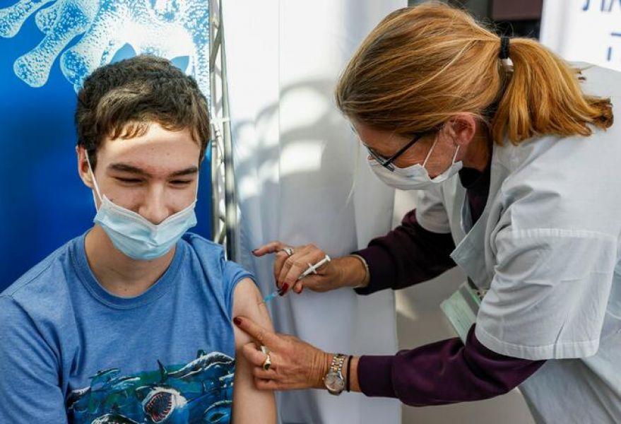 En Salta se comenzará a vacunar contra COVID-19 a adolescentes con factores de riesgo.