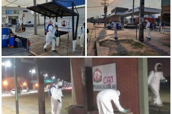 Desinfección de paradas de colectivos en avenida Independencia