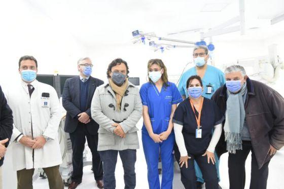 Sáenz inauguró un quirófano híbrido, único en el sistema público del interior del país