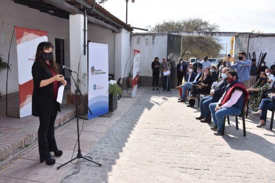 Lanzan programa de microcréditos para potenciar la economía social